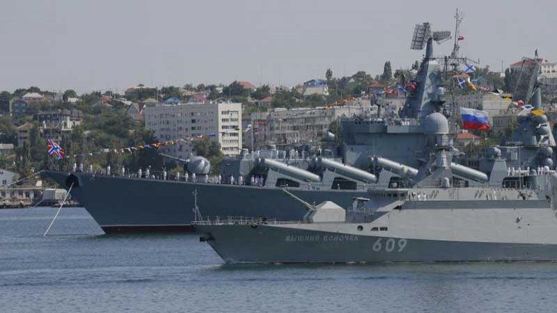 بوتين: الأسطول الروسي جاهز لردع أي عدو