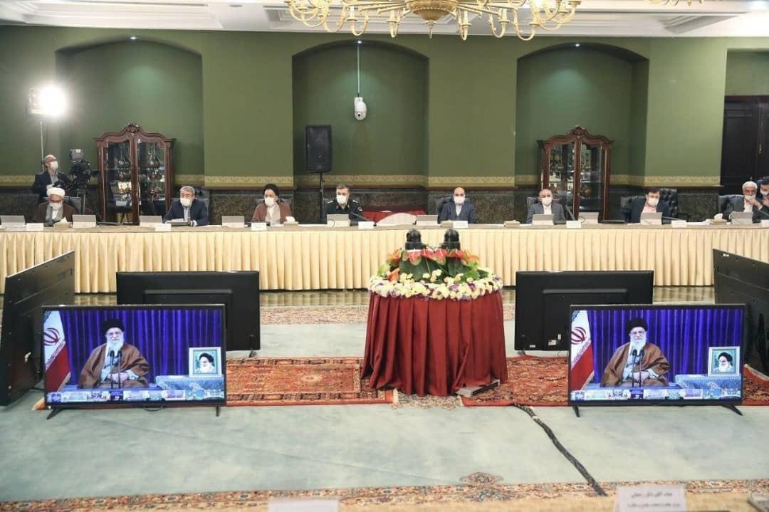 بالصور.. الإمام الخامنئي يشارك باجتماع اللجنة الوطنية لمكافحة كورونا