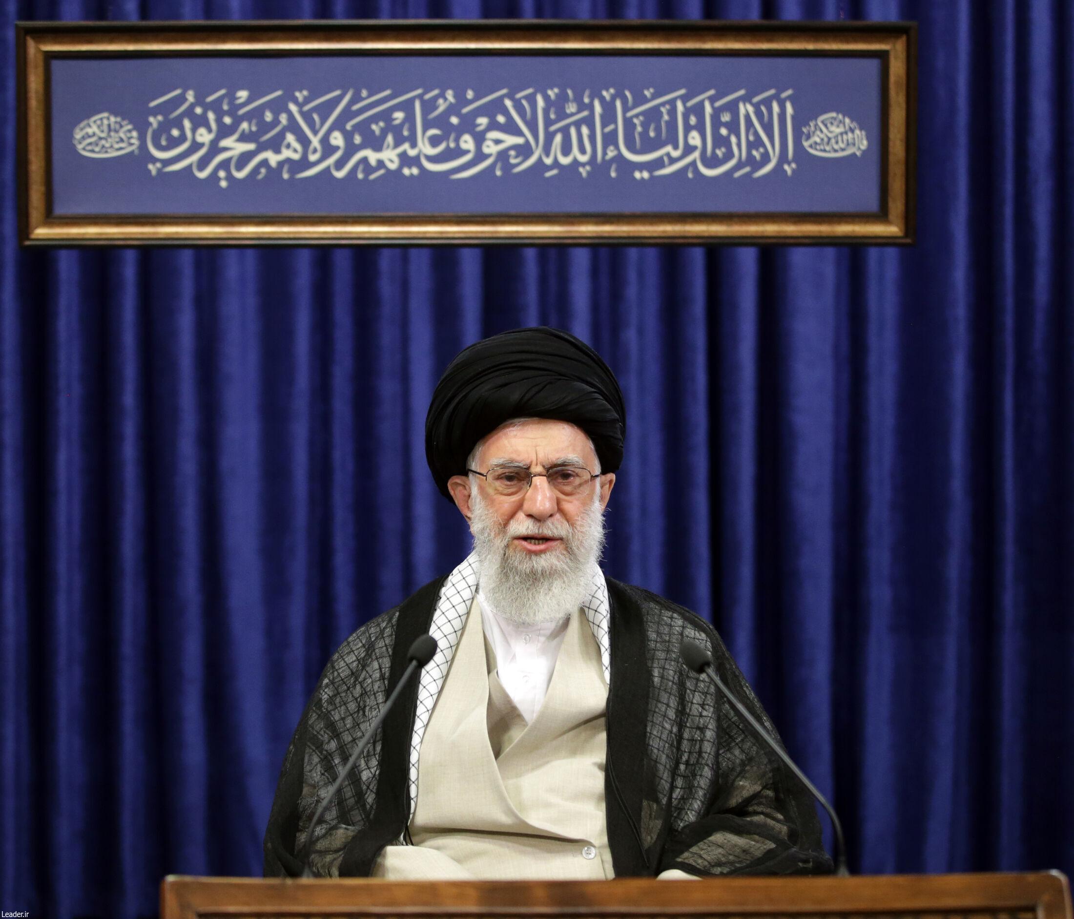 الإمام الخامنئي: الثورة الإسلامية شجرة ضخمة وصلبة لا تُقتلع