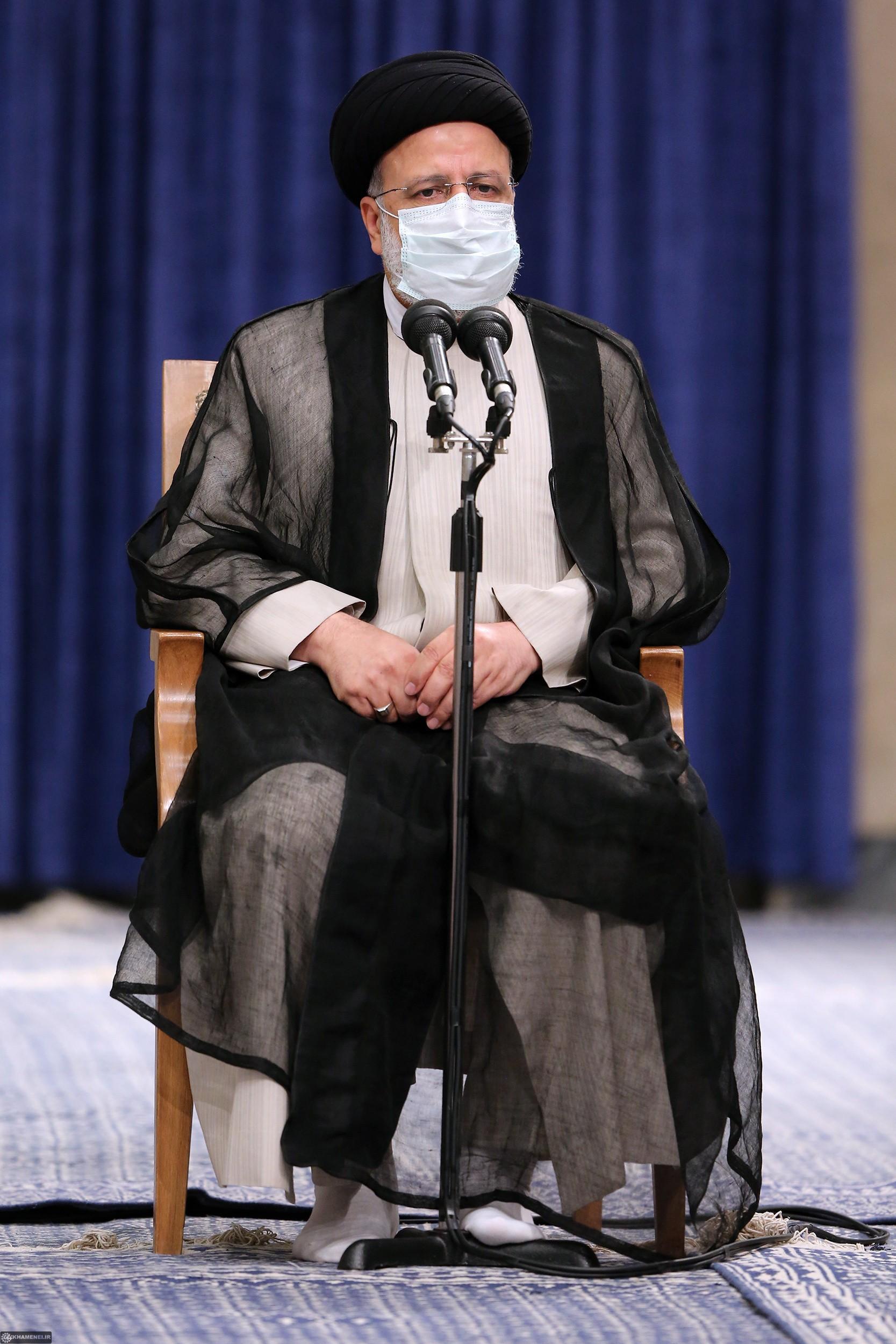 الإمام الخامنئي: الانتخابات الإيرانية ملحمة حقيقية